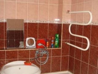 Продажа квартир: 3-комнатная квартира, Кемеровская область, Новокузнецк, ул. Кирова, 62, фото 1