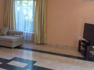 Продажа квартир: 3-комнатная квартира, Краснодарский край, Сочи, ул. Бытха, 41, фото 1