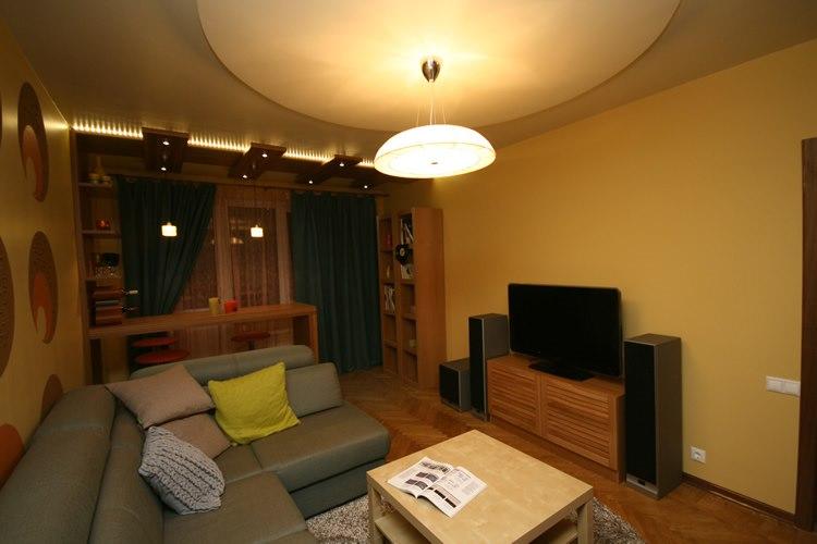 Дизайн гостиной с балконом 18 метров фото
