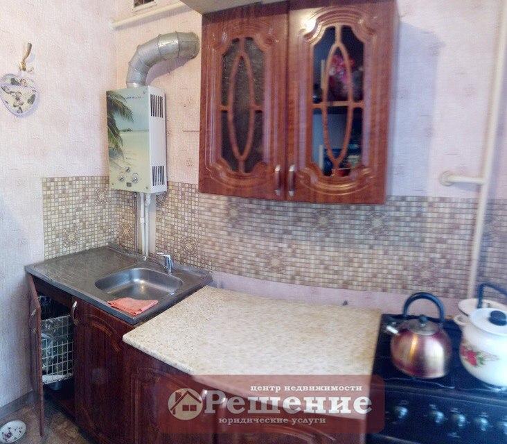Продается двухкомнатная квартира за 1 050 000 рублей. обл Челябинская, г Копейск, ул Чернышевского, дом 14.